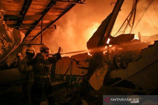 Kebakaran pabrik cat di Cikupa