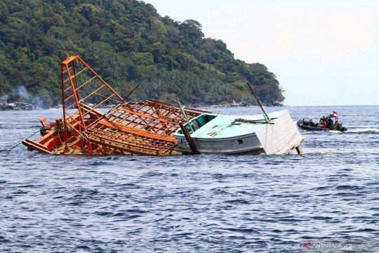Citra satelit ungkap kapal Vietnam curi ikan Natuna Utara dengan pukat