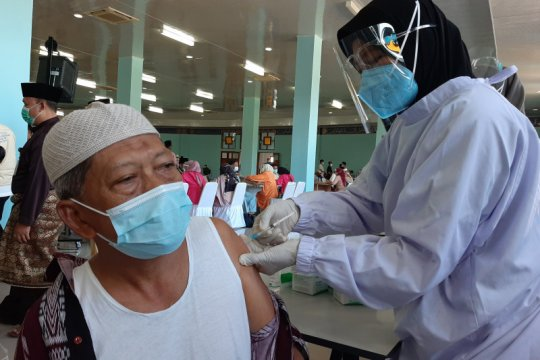 3.000 imam hingga marbot masjid di Kepri disuntik vaksin AstraZeneca