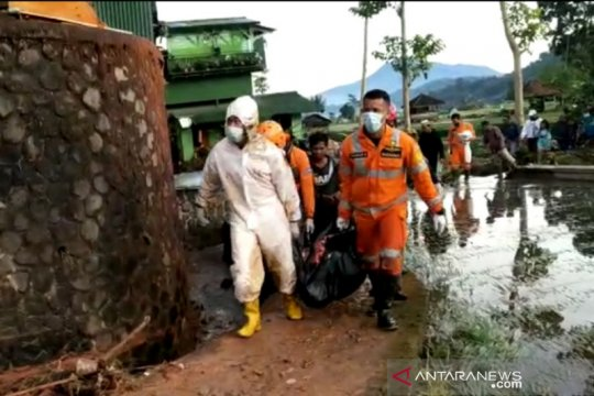 Banjir bandang dan longsor landa Sumedang-Jabar, seorang tewas