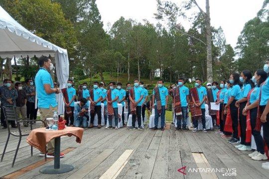 Menparekraf lepas 30 siswa Danau Toba magang ke Bali
