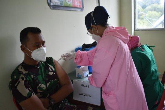 Prajurit Satgas Pamtas RI-PNG Yonif 611 disuntik vaksin COVID-19