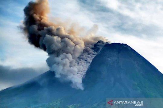 BNPB: Awan panas guguran Gunung Merapi meluncur ke barat daya