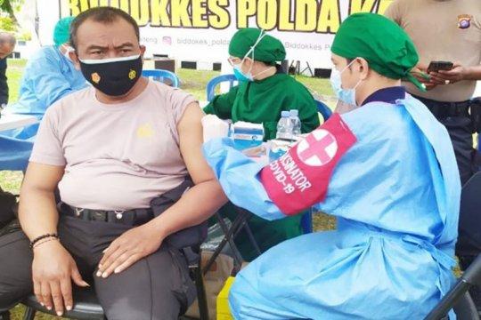 Personel Polda Kalteng divaksin amankan kedatangan Wapres Ma'ruf Amin