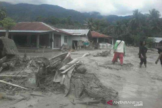 Bantuan logistik bagi korban banjir bandang di Sigi mulai tiba