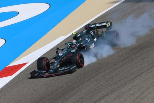 Vettel kesal dan marah akan hasil buruk kualifikasi di Bahrain