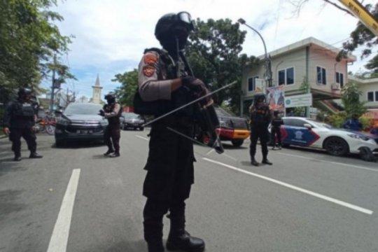 Tim Gegana Brimob sisir lokasi di sekitar Gereja Katedral Makassar