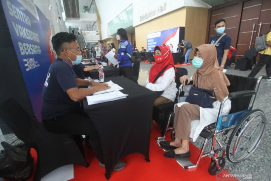 Sentra vaksinasi BUMN ditargetkan sehari layani 5.000 lansia Surabaya
