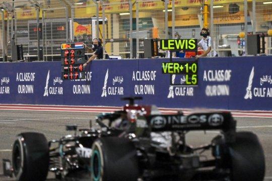 Hamilton tahan gempuran Verstappen untuk juarai GP Bahrain