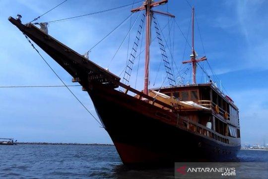 Sensasi berlayar dengan kapal pinisi milik pelaut belia
