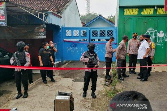 Densus 88 geledah rumah terduga teroris di Bekasi