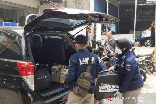 Densus 88 amankan barang bukti dari rumah terduga teroris Bekasi