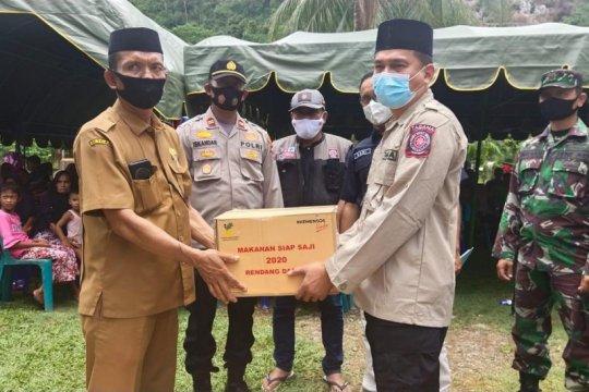 Korban banjir di Aceh Besar diberikan bantuan gubernur