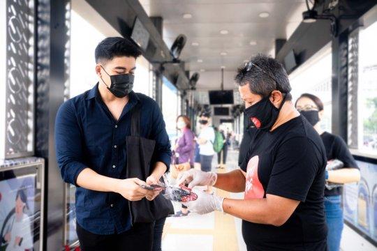 LRT Jakarta dan KPK kampanyekan anti korupsi sambil bagikan masker