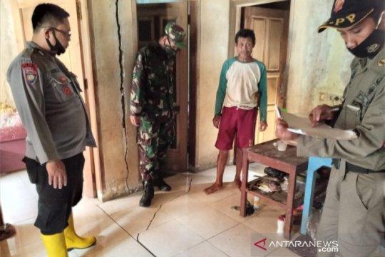 16 rumah rusak akibat pergerakan tanah di Sumedang