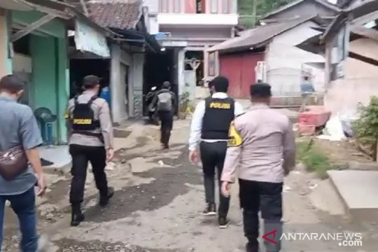 Densus 88 gerebek terduga teroris di Sukabumi