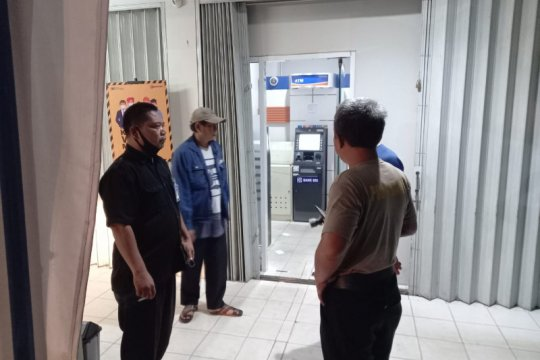 Tembak pengisi uang ATM, perampok bersenpi gondol Rp300 juta