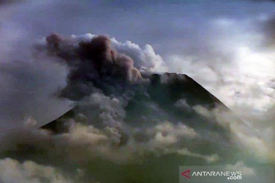 Gunung Merapi luncurkan awan panas guguran sejauh 1,5 km