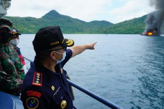 KKP-Kejaksaan tenggelamkan 10 kapal pencuri ikan di Natuna Utara