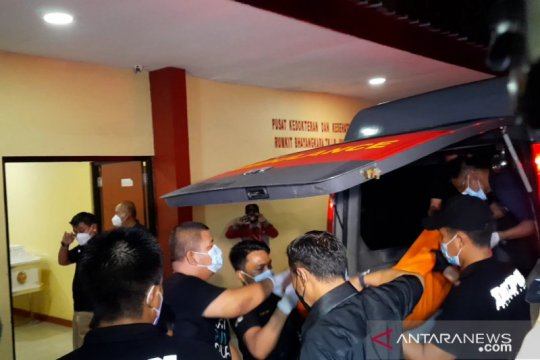 Jenazah terduga teroris penyerang Mabes Polri tiba di RS Polri