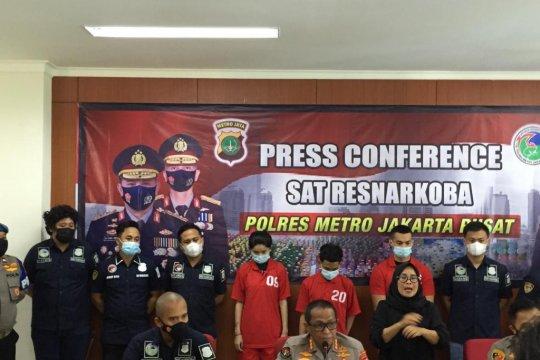Dua tersangka penyalahgunaan narkoba bersama Agung juga ditangkap