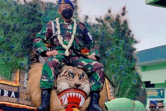 Santri yang tentara ini selalu berpegang pada nilai-nilai KHR As'ad
