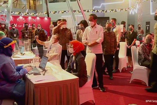 Jokowi tinjau vaksinasi massal pelaku perbankan dan pasar modal