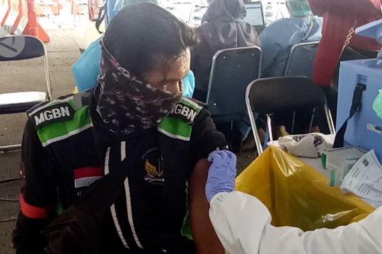Ratusan pengemudi angkutan umum Kota Tangerang terima vaksin COVID-19