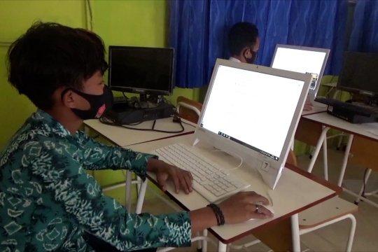 Banyak kendala, siswa SMP di Banjarmasin ujian di sekolah
