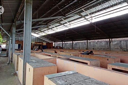 Kondisi hanggar tak layak dikeluhkan pedagang Pasar Kranggot