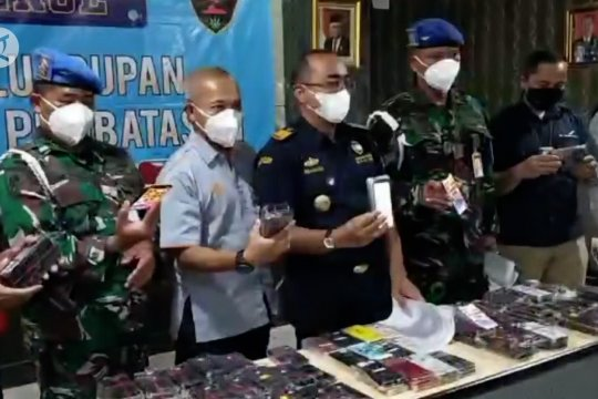 Bea Cukai Juanda gagalkan penyelundupan ponsel ilegal dari Batam