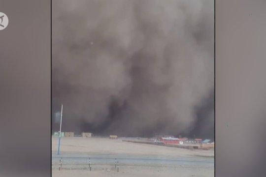 Sembilan orang tewas akibat badai pasir dan salju di Mongolia
