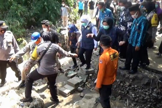 Gubernur Jatim segera perbaiki infrastruktur terdampak banjir di Magetan
