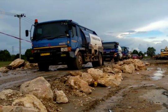 Kerusakan Jalan Gubernur Syarkawi  mulai diperbaiki