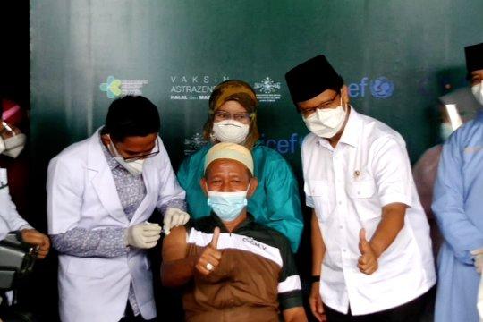 Pantau vaksinasi kiai, Menkes pastikan vaksin lindungi rakyat