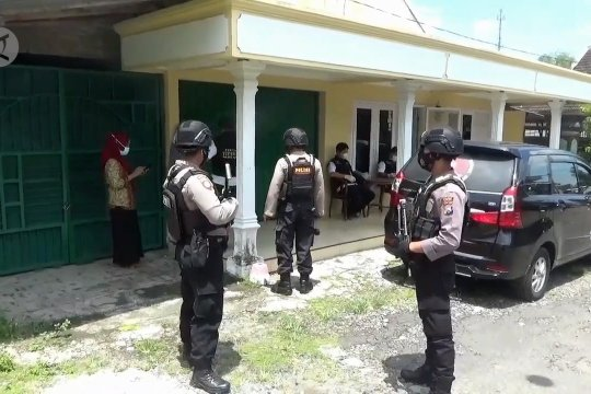 Polisi geledah Kantor Desa Kaligunting terkait dugaan korupsi APBDes
