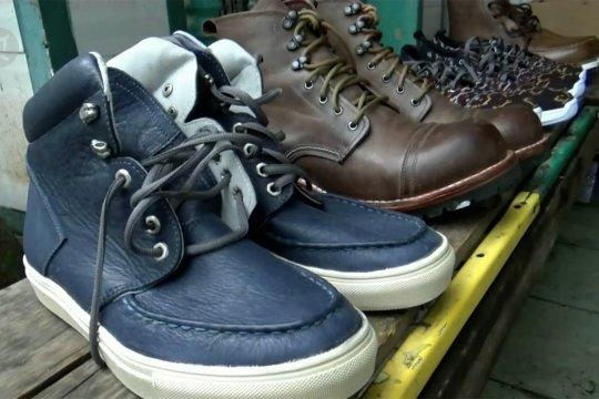 Strategi perajin sepatu Malang pulihkan usaha