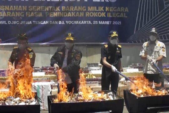 Bea cukai Jateng-DIY musnahkan 25,6 juta rokok ilegal