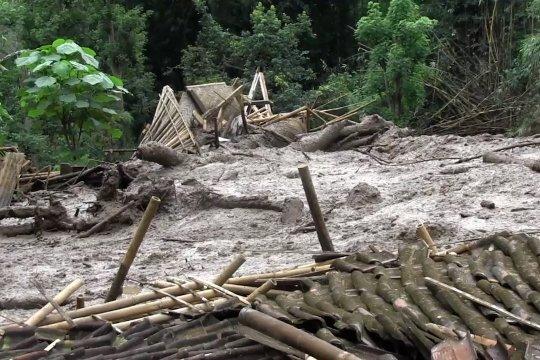 Belasan rumah di Lumajang tertimbun longsor
