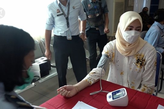 Ratusan ASN Kantor Imigrasi Medan terima vaksin COVID-19