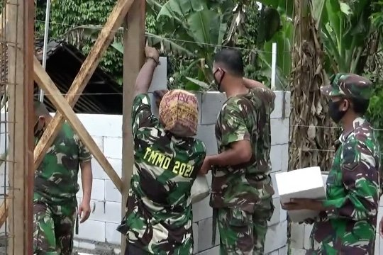 TNI bangun rumah dan majlis taklim di Lebak