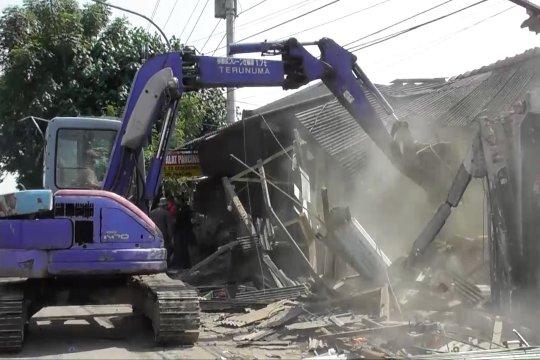 Satpol PP bongkar ratusan bangunan liar di Semarang
