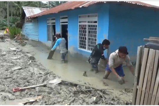 Ratusan rumah di Sigi tertimbun lumpur 50 cm - satu meter