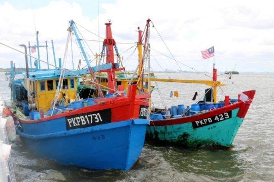 Bakamla tangkap 2 kapal asing pencuri ikan di Selat Malaka