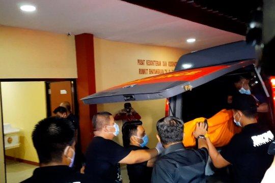 Jenazah terduga teroris penyerang Mabes Polri tiba di RS Polri Kramat Jati