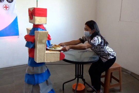 Siswi SMK di Klaten bikin robot pelayan