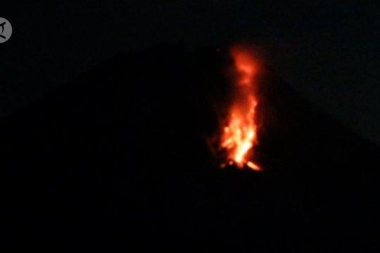 Gunung Sinabung muntahkan lava pijar 30 kali