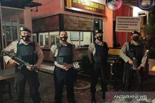 Petugas piket Polda Jambi diwajibkan pakai baju anti peluru