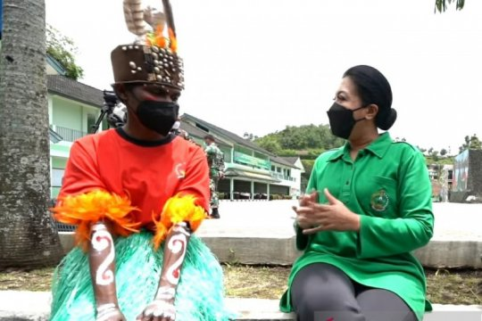 Istri Kasad titip pesan pada putri Papua lulus seleksi TNI