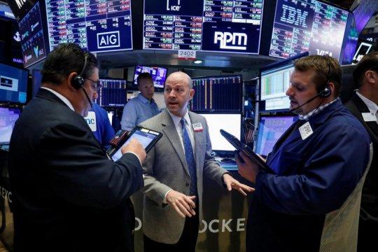 Wall Street jatuh, investor tunggu laporan laba emiten, data inflasi
